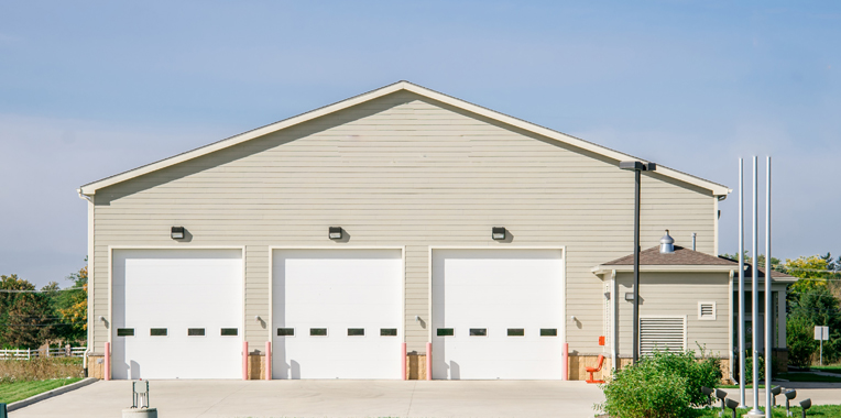The advantages of using pre engineered metal garage for Pre engineered garage